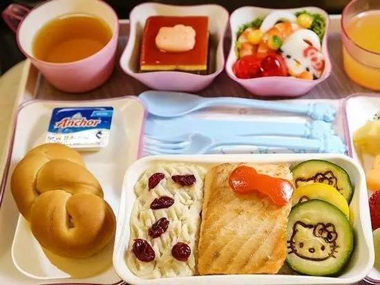 飞机餐,除了标准餐食,芬兰航空依据不同的饮食需求为