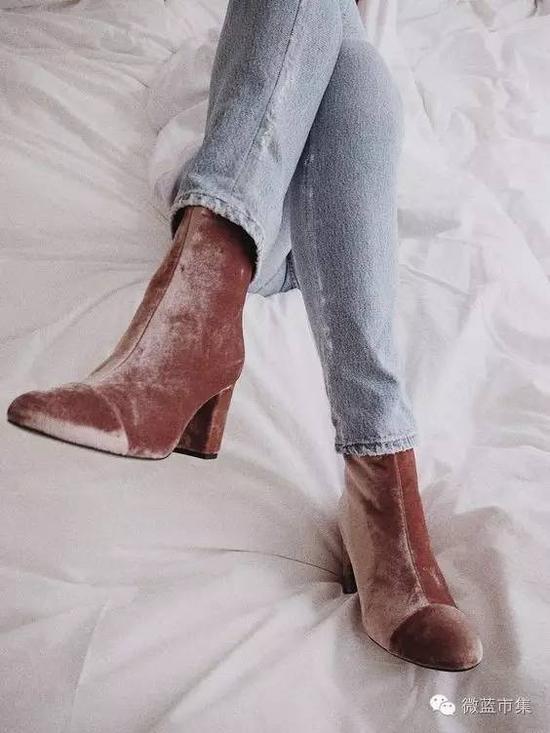1。天鹅绒短靴