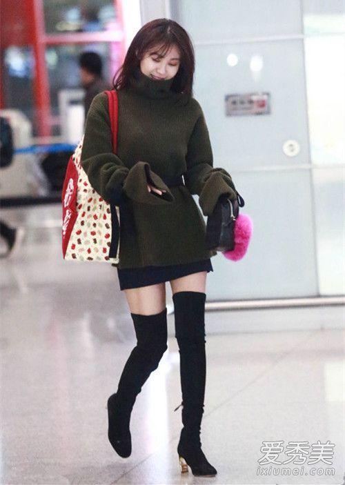 明星最新机场街拍 唐嫣毛绒外套好暖和 明星机场街拍照