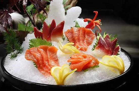海鲜刺身三文鱼配北极贝