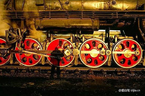 我想这些也是为狂热的外国蒸汽机车发烧友而特意的准备的,他们会喜欢这些具有时代象征的礼物。