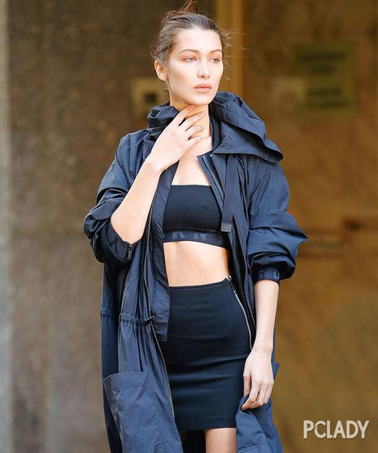 时尚是个鬼 周冬雨露腿vs宋茜裹冬装比美