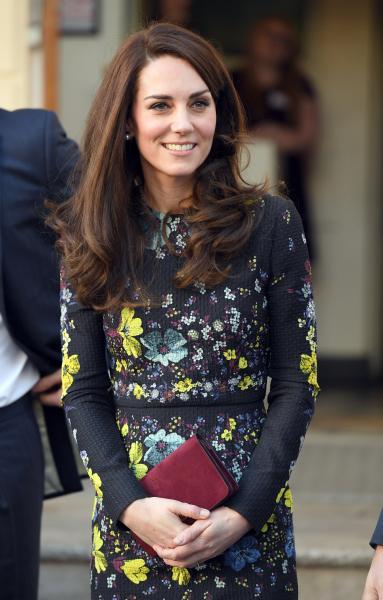 凯特王妃教你手拿包搭配 双手握着更优雅 凯特王妃服装