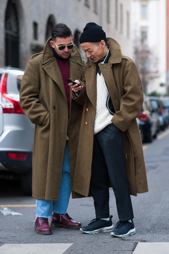 Stefano:除了来自Dr Martens的鞋,别的都是vintage;Kenta黑衬衫:Supreme 白毛衣:vintage