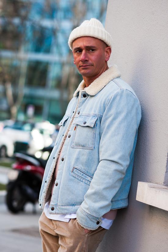 针织衫:Acne外套:Levi's裤子:Department5