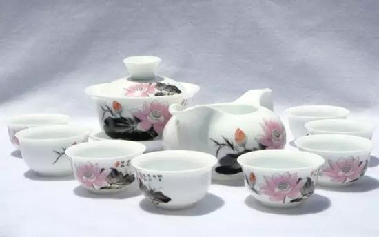 传统中式茶具曾经是英国上流社会争相拥有的物件