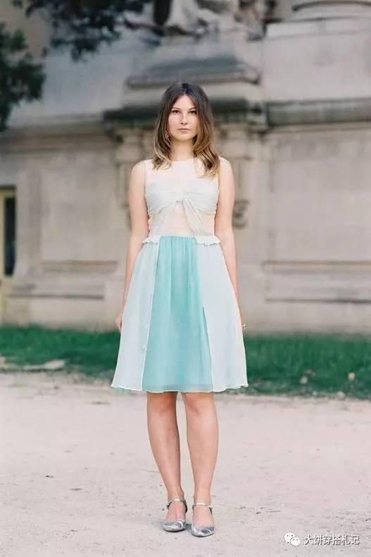 """""""小腿粗""""姑娘除了穿短裙让大腿和小腿有个延长感,还可以搭配遮住小腿肚凸显脚踝的midi裙长,同时使用高腰线法则最合适。"""
