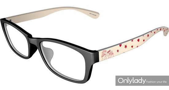 与 JINS 合作的眼镜