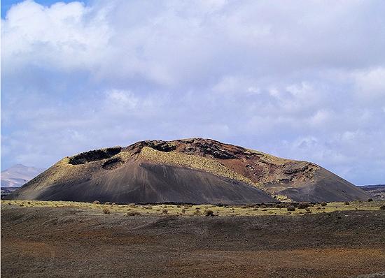 西班牙魔鬼餐厅不仅为顾客提供烧烤,还提供了整座火山的全景 图片来源:shutterstock