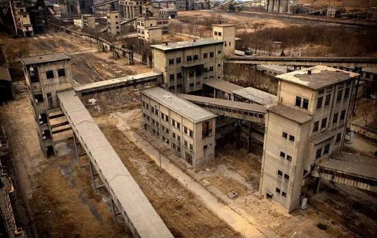 有点像集中营的房屋