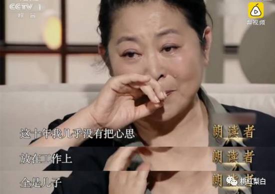 美国治病需要大量的钱。倪萍想卖房子,哥哥不同意,只好跑商演赚钱攒医药费。