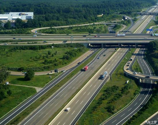 图注:德国法兰克福四通八达的高速网络