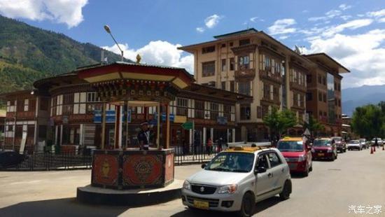 图注:不丹首都廷布街头的交通指挥亭