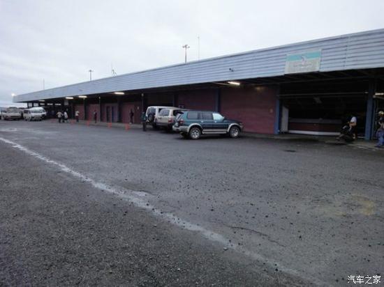 图注:巴布新几内亚莫斯比港国际机场糟糕的道路状况