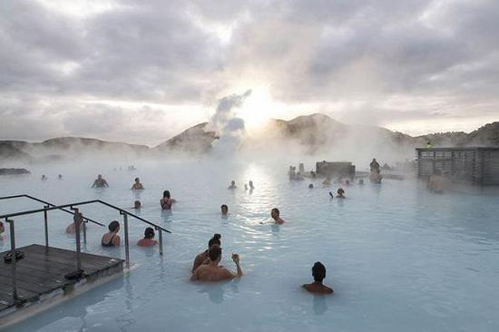 冰岛蓝泻湖.图片来源:彭博社