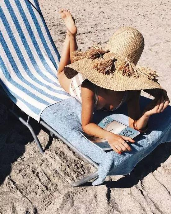 旅行是为了享受假期的美好,在这段旅程中让心、身可以得到放松,即使是每天在沙滩上放空,此时你也是享受的。