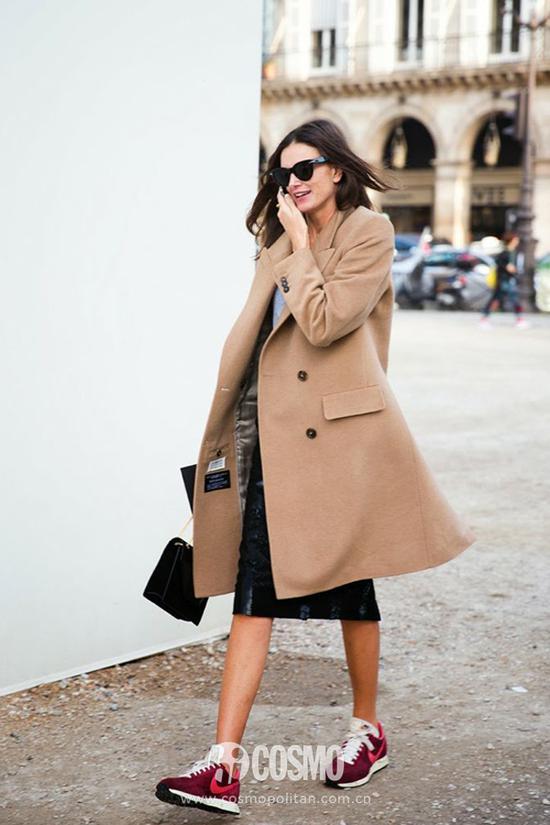 学杨幂大表姐穿运动鞋 别人踏青你踏的是时髦