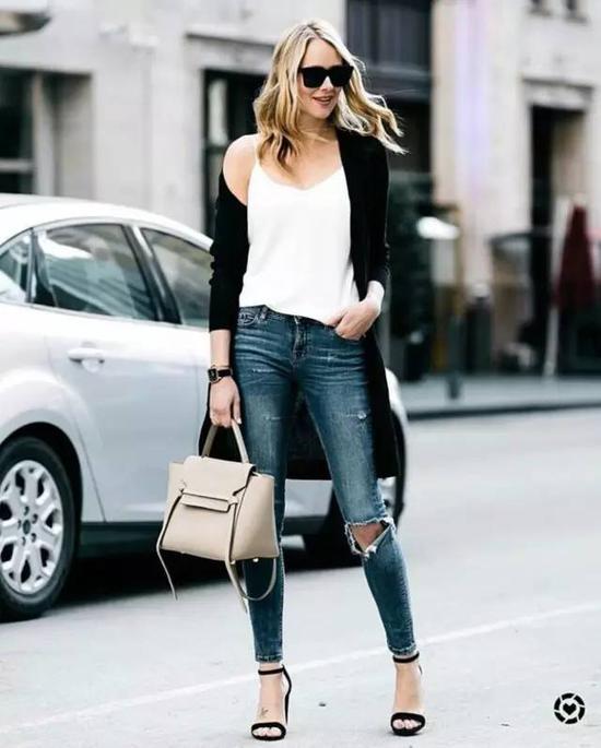 以及辣妈,都可以来穿大破洞牛仔裤。