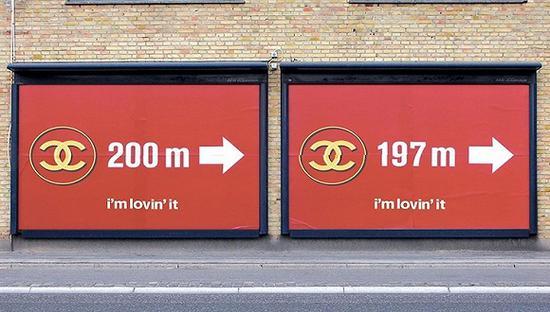 REILLY用麦当劳广告牌恶搞的Chanel商标 图片来源:REILLY