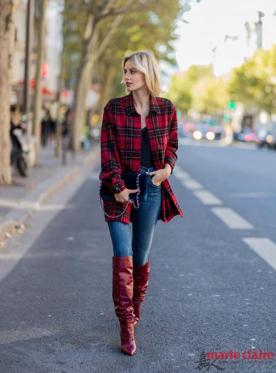 红格子衬衫可以随意搭配牛仔裤,日常出街好伴侣。