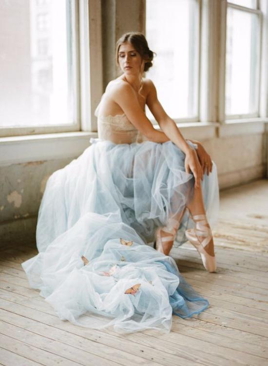 长款的芭蕾式婚纱