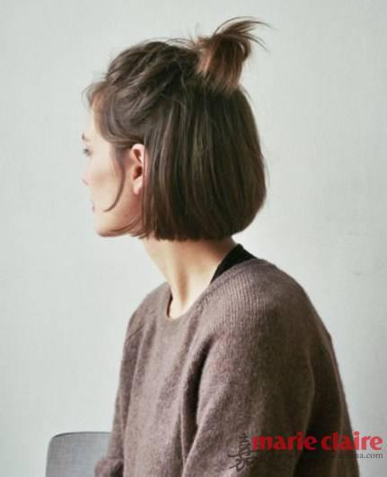 用短短的侧边头发扎起来这可不用短短的侧边头发扎起来是老生常谈的什么丸子头或者苹果头,这个真的是用短短的侧边头发扎起来了,又Q又可爱。