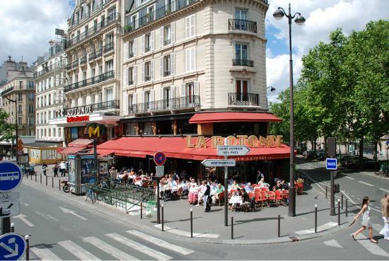 巴黎街头的LaRotonde
