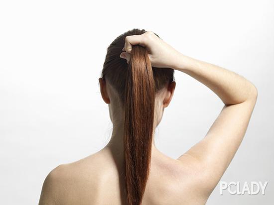 短发怎么扎蓬松低马尾图片