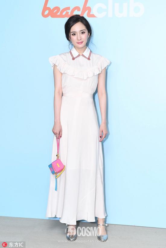 連衣裙:MIUMIU