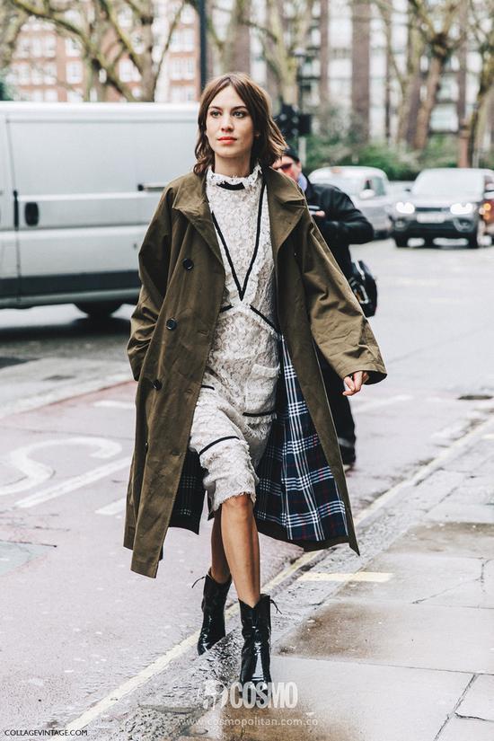 今年印花连衣裙还有一个新趋势就是:一定要在袖子或者裙子的细节处有一些荷叶边的元素哦,更温柔大气。