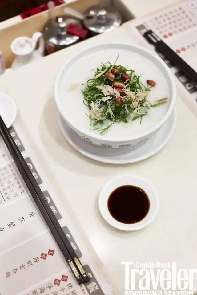 艇仔粥源始于广州荔湾的小艇,故有此称。