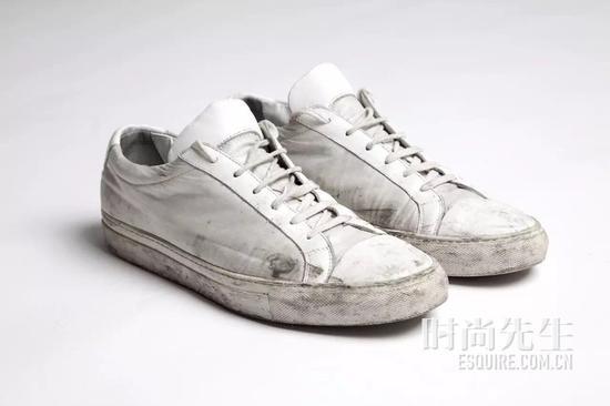 小白鞋已经烂大街,换上小黑鞋才是王道