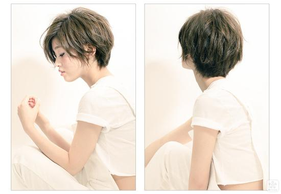 帅气的中分短发,后脑部分的头发一定要做蓬松,才能好看.