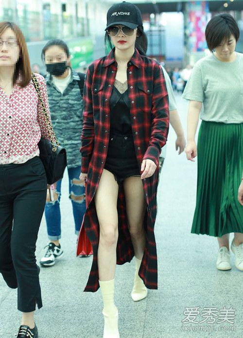 杨幂最新机场街拍 穿 睡衣 就出街了 杨幂 街拍 睡衣 新浪时尚 新浪网图片