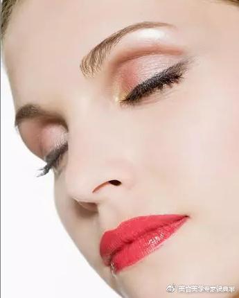 眼袋皱纹的提拉方法