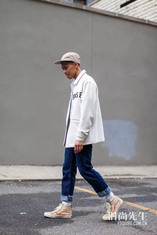 你还在迷小白鞋?他们却对帆布鞋情有独钟
