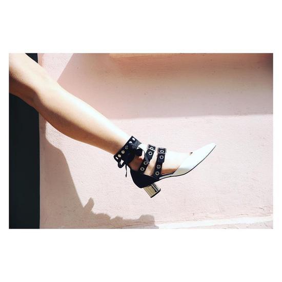 绑带鞋来自Robert Clergerie