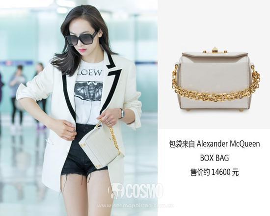 包袋來自Alexander McQueen 售價14600元 可從alexandermcqueen.cn購買