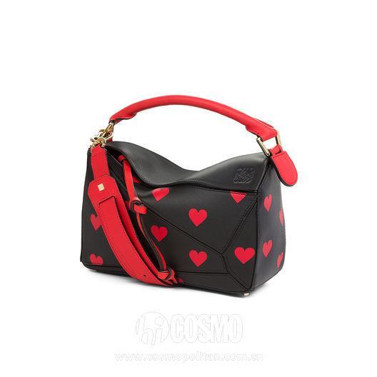 包袋來自Loewe 售價19900元