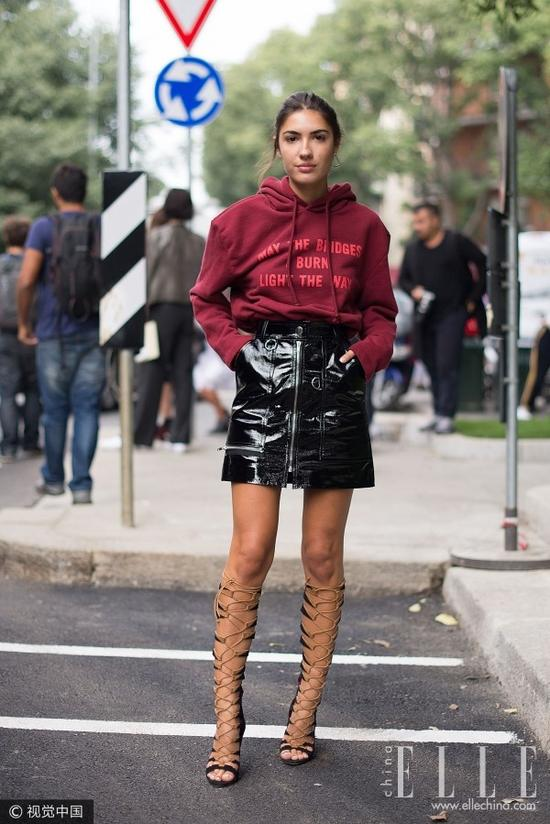 入秋流行怎样的短裙?拉链皮裙成为街霸