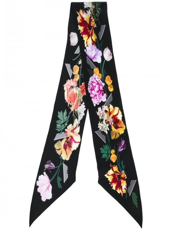 开学季要扮乖 老师家长都爱的黑丝带系领口