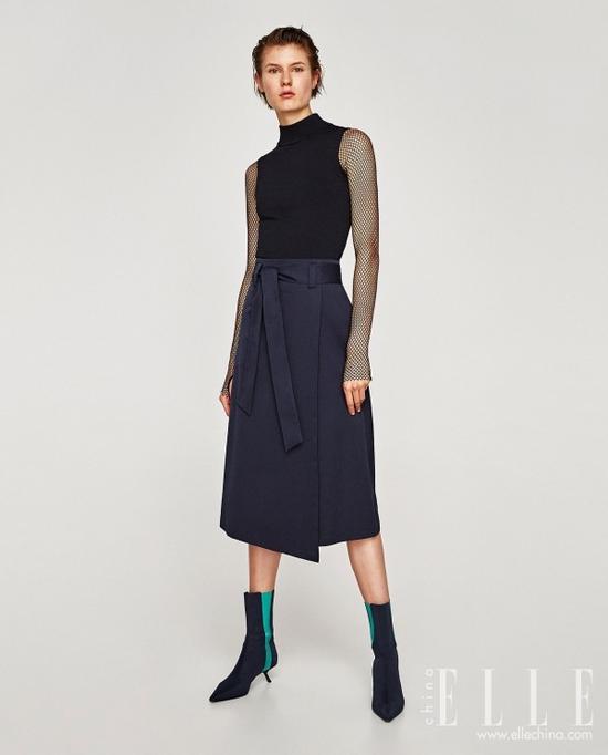 细跟也好、粗跟也罢,今秋要买及踝短靴,鞋跟不要高于3CM才是最时髦入流的款式哦!