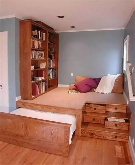 下图这种抽拉式的床还可以变身沙发哦,酷翻了~