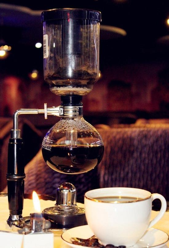 如果想不到喝什么,可以和咖啡师聊聊,他可能会用vip客户定制的咖啡豆招待你哦~