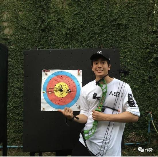 甚至还参加了泰国的射箭巡回赛事。