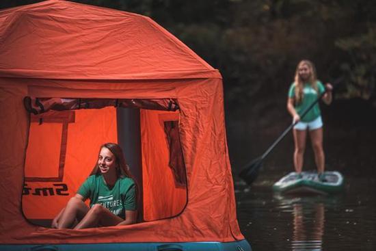 有了这款漂浮帐篷 户外爱好者可直接水上过夜了