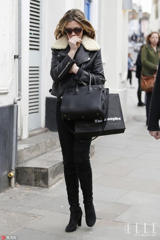 中规中矩的穿法当然很有市场,但其实你离时髦就一点小心机的距离,下面都给你总结好了,何不尝试一下!