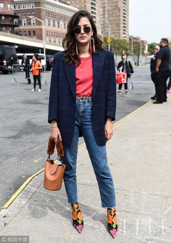 秋冬最时髦的套路 周冬雨和宋茜都爱九分裤+袜靴