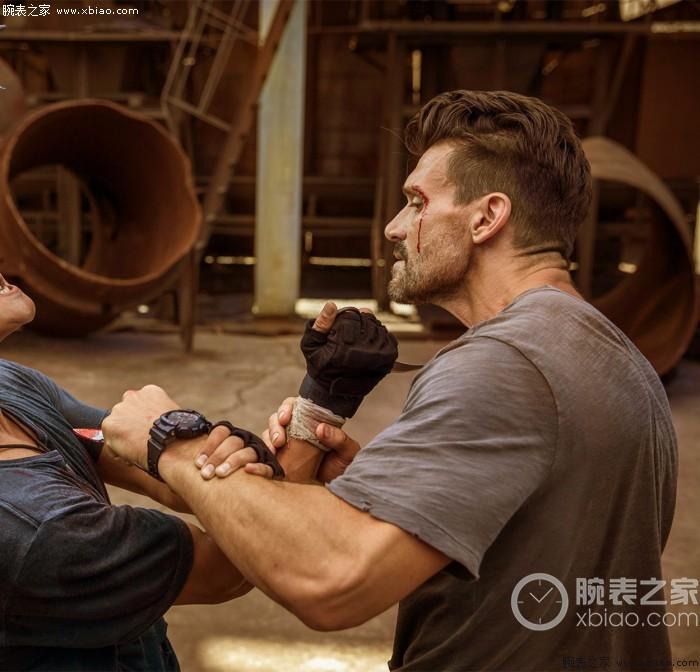 电影中的硬汉 连戴的手表也散发着男性荷尔蒙