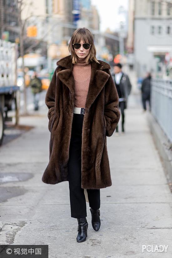 不过奢侈大牌Gucci刚突然完宣布不再使用动物毛皮作为原材料(起立鼓掌),难道皮草的时髦时代这就要结束了?